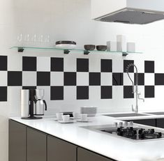 Vægflise Hvid Blank er en klassisk, blank hvid flise. Hver flise måler 200x200 mm. Vægflise Hvid Blank bruges til vægge indendørs.