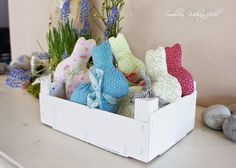 DIY: Hasenparade und Gewinnerin Easter bunnies sewn by hand, instructions and pattern template Easter Traditions, Deco Table, Easter Wreaths, Decoration Table, Sewing For Kids, Textiles, Easter Crafts, Diy Crafts For Kids, Happy Easter