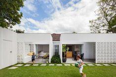 Sydney-based Architect Prineas has redesigned Breeze Block House turning it into a modern and open house. The Breeze Block House was . Block House, Besser Block, Breeze Block Wall, Eva Marie, Villa, Concrete Blocks, Concrete Steps, Precast Concrete, Outdoor Rooms