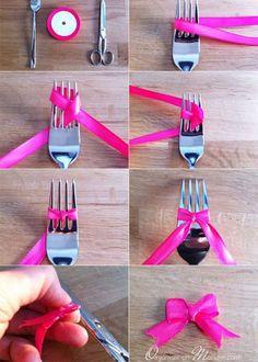 Réaliser un noeud avec un ruban et une fourchette: