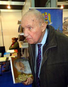 """Dinu Giurescu, un Titan al Academiei Române, la 90 de ani: """"Încă mai am chef să mă bat cu ăștia, încă mai am forța să lupt pentru ideile mele!"""" La Mulţi Ani! -   Interviu cu Profesorul Dinu Giurescu la 90 de ani: """"Poate sunt naiv, dar eu încă mai cred în naţiune şi în forţa ei. Poporul ăsta mai are vigoare, poporul ăsta are ingeniozitate, poporul ăsta e …"""