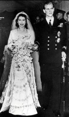 Die junge Queen Elizabeth II. - Schnappschuss nach der großen Hochzeit von Elizabeth und ihrem Philip in der Westminster Abbey