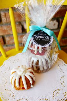 Thank you a Bundt'ch teacher's gift. So creative.  Use an Avery tag and free designs to personalize this look for your kid's teacher.