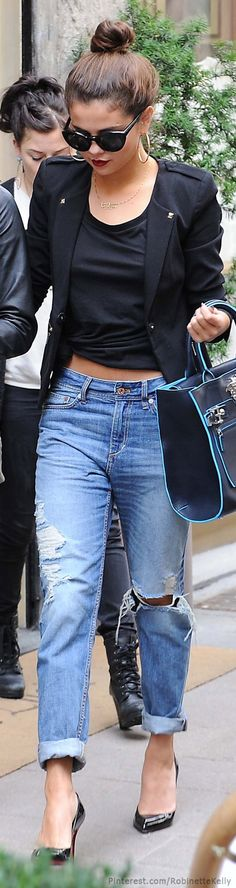 Selena Gomez owns street style with a black blazer, crop top and boyfriend jeans. Pantalones Boyfriend, Jeans Boyfriend, Boyfriend Style, Selena Boyfriend, Mode Outfits, Fall Outfits, Casual Outfits, Outfit Winter, Outfit Summer