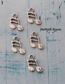 5 petites breloques 19x13mm, sans plomb, en forme de note de musique pour vos bijoux fantaisie.