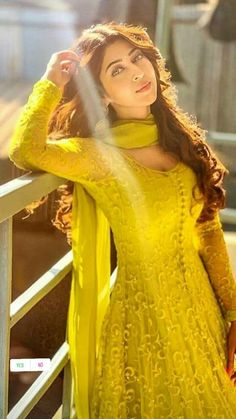 Pakistani Dresses Casual, Indian Fashion Dresses, Indian Bridal Outfits, Indian Gowns Dresses, Dress Indian Style, Indian Designer Outfits, Beautiful Dress Designs, Stylish Dress Designs, Designs For Dresses