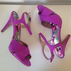 Cute Heels Never been worn, I bought them and I don't have anything that matches. Qupid Shoes Heels