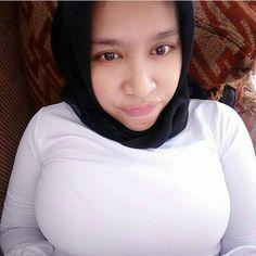 Image may contain: 1 person, selfie and closeup Muslim Girls, Muslim Women, Muslim Fashion, Hijab Fashion, Hijab Tutorial, Beautiful Hijab, Fantasy Girl, Judo, Girls In Love