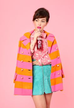 Bright outfit ideas for Fall, featuring @IZZEofficial sparkling juice in Sparkling Apple, Sparkling Blackberry, and Sparkling Clementine.