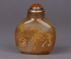 A fine agate snuff bottle carved with a tethered horse - 1750-1860