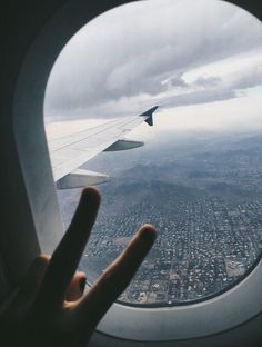 airplanes, plane, and travel image Sky Aesthetic, Travel Aesthetic, Aesthetic Korea, Airplane Photography, Travel Photography, Airplane Window View, Travel Pictures Poses, Hawaii Pictures, Airport Photos
