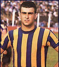 Mario Alberto Kempes. Campeón Mundial con la Selección Argentina en FIFA World Cup Argentina 1978. Campeón con River Plate en Torneo Nacional 1981.