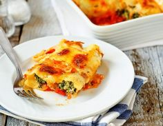 Amazing Cannelloni with Spinach. Fresh Out of the Oven Cannelloni Filled with Ricotta and Spinach. A true delight! Quiche Recipes, Brunch Recipes, Breakfast Recipes, Pizza Recipes, Veggie Recipes, Ham And Cheese Quiche, Cannelloni, Breakfast Quiche, Italian Dishes