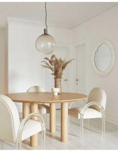Scandinavian Style, Scandinavian Interiors, Acrylic Dining Chairs, Hippie Stil, Dining Table Lighting, Interior Decorating, Interior Design, Vintage Chairs, Apartment Living