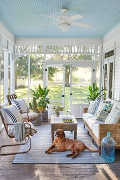 This Family Found Home in a 1907 Farmhouse in Brenham, Texas Marie Flanigan Interiors renovates 1907 Screened Porch Decorating, Screened Porch Designs, Screened In Patio, Porch And Patio, Screen For Porch, Porch To Sunroom, Beach Porch, Living Pool, Outdoor Living