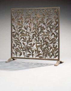 """Brandt Edgar (1880-1960)  Pare-feu en fer forgé, à décor de cerfs, chevreuils, sangliers et loups sur fond de feuillage de chêne. Il repose sur des pieds patin à enroulements plats. Signature à l'estampille au tas """"E. Brandt"""". 85,5 x 80 x 30 cm"""