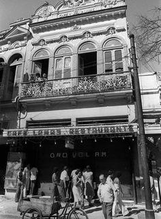 """""""Lamismo"""". Fundado em 1874, o Café Lamas (na foto, o antigo endereço da Rua do Catete) teve clientes ilustres como Machado de Assis, Getúlio Vargas e Carlos Lacerda"""