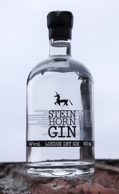 STEINHORN GIN London Dry Gin, Vodka Bottle, Drinks, Elder Flower, Berries, Drinking, Beverages, Drink, Beverage