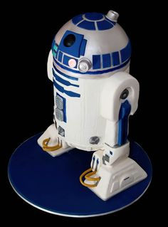Amazing R2-D2 Cake with Step by Step Instructions