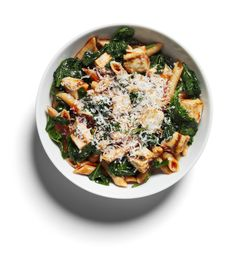 Chicken + Spinach Penne. Mix 115g cooked wholewheat penne with 125ml tomato sauce, 110g grilled chicken, 250g spinach + sprinkle over 1 1/2 tsp grated Parmesan. Fibre is the key to losing weight without hunger, and spinach is a very low-calorie way to ramp up your intake. Preserve nutrients by simply stirring the spinach through the pasta one minute before serving. (437 calories)
