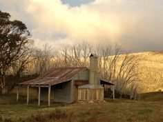 OBriens Hut in Mount Kosciusko National Park Australia built around 1890 Submitted by Kate Walsh Vernacular Architecture, Australian Architecture, Australian Bush, Old Farm Houses, Tiny Houses, Natural Homes, Tiny House Cabin, Cabins And Cottages, Abandoned Houses