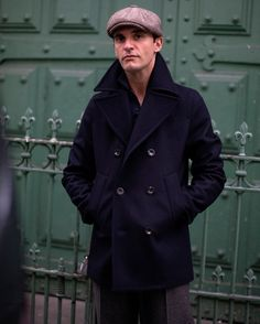 Winter Leather Jackets, Mens Winter Coat, Mens Navy Peacoat, Peacoat Outfit, Man's Overcoat, Gentleman Style, Winter Fashion, Menswear, Mens Fashion