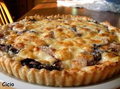 Savory pie with radicchio, provola and pears! by Ciciona - Page 1 Quiches, No Salt Recipes, Wine Recipes, Cooking Recipes, Antipasto, Strudel, My Favorite Food, Favorite Recipes, Salad Cake