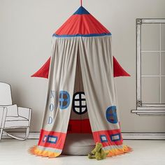A TENT THAT LOOKS LIKE A ROCKETSHIP! OHMYGOD!!!