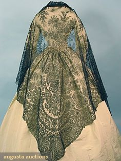 BLACK CHANTILLY LACE SHAWL, 1850-1860s - This is gorgeous!