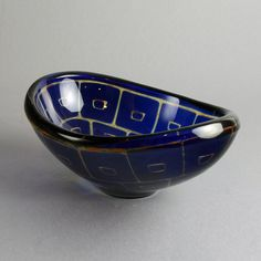 Fenton Art Glass was made for 106 years and the older pieces can be quite valuable. Learn about collecting Fenton glassware and its value here. Antique Glass Bottles, Antique Glassware, Steuben Glass, Fenton Glassware, Cranberry Glass, Scandinavian Art, Mid Century Art, Glass Collection, Glass Art