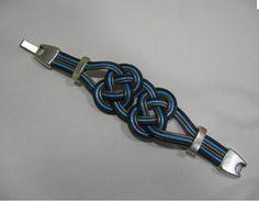 pulsera de cuero con nudo celta y cierre de plata.  Colores para combinar:  -negro-rojo-marron-beis-amarillo  20€