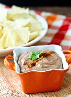 This healthy and creamy southwestern black bean dip only uses four ingredients and one packs an extra punch of protein. You'll love this for dipping or for spreading on sandwiches. Healthy Dips, Healthy Smoothies, Healthy Eating, Healthy Cooking, Dip Recipes, Appetizer Recipes, Snack Recipes, Appetizer Dips, Pasta Recipes