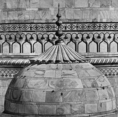 Andreas Volwahsen - Side Dome of the Taj Mahal, Agra @ Living Architecture - ANDREAS VOLWAHSEN | StoryLTD