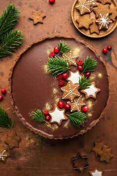 - Lebkuchen-Amaretto-Schokoladentarte- Lebkuchen-Amaretto-Schokoladentarte – L… Gingerbread Amaretto Chocolate Tart- Gingerbread Amaretto Chocolate Tart – Lazy Cat Kitchen – …- - Christmas Treats, Holiday Treats, Holiday Recipes, Christmas Cakes, Holiday Cakes, Christmas Recipes, Holiday Tart Recipe, Christmas Bake Off, Chocolate Christmas Cake