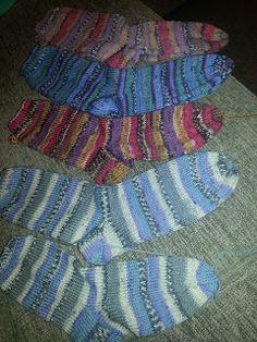 Let your fingers do the walking: Sokker, helt enkelt! Er 5, Knitting Socks, Knitting Patterns, Let It Be, Fingers, Blanket, Crochet, Walking, Slippers