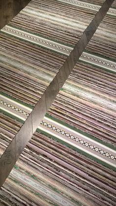 Räsymatot - Mattopuoti Red Rugs, Woven Rug, Carpet Runner, Scandinavian Style, Pattern Design, Weaving, Wood, Projects, Inspiration