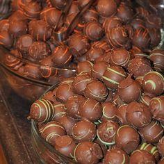 Zserbógolyó - a legegyszerűbb recept perc munkával) - csakapuffin. Sweets, Kitchen, Christmas, Recipes, Diy, Xmas, Cooking, Gummi Candy, Bricolage