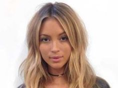 Layered Centre-Part Hairstyle For Long Hair . <img> Layered Centre-Part Hairstyle For Long Hair More - Straight Layered Hair, Haircuts For Long Hair With Layers, Long Hair Cuts, Hairstyles With Bangs, Straight Hairstyles, Cool Hairstyles, Layered Hairstyles, Hairstyles 2018, 2017 Hairstyle