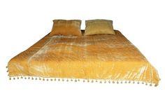 Velvet Bed, Velvet Quilt, Gold Comforter, Blanket Sleeper, Green Blanket, Queen Size Quilt, Twin Quilt, Bed Sizes, Bed Spreads