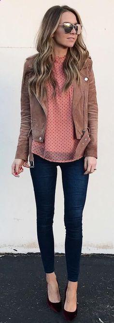 f3b4df2619ee5 Brown Jacket   Pink Knit   Navy Skinny Jeans   Black Pumps Invierno