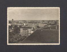 Pocztówka z ok. 1943 r., wydawnictwa Wernera Drewsa z Poznania, ze zdjęciem Horsta Frege. Widok ze Wzgórza Panieńskiego (na pierwszym planie - dach klasztoru franciszkanów) na część Gniezna zwaną Grzybowem. Na zdjęciu obecna Dolina Pojednania (z lewej), w głębi ulice: Kilińskiego  (pośrodku) i prostopadle do niej - ul. 3 Maja. Za kamienicą stojącą opodal Doliny - niewidoczna stąd ul. Grzybowo. Ul, Polaroid Film
