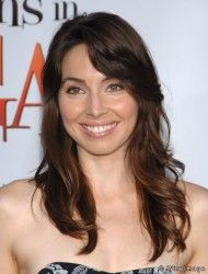 Whitney Cummings is an American comedian and actress. She was formerly a cast member of the MTV television show Punk'd and was the creator and star of the NBC sitcom Whitney, Two Broke Girl, Famous Comedians, Whitney Cummings, Famous Women, Famous People, Without Makeup, Celebrity Look, Celebs, Celebrities