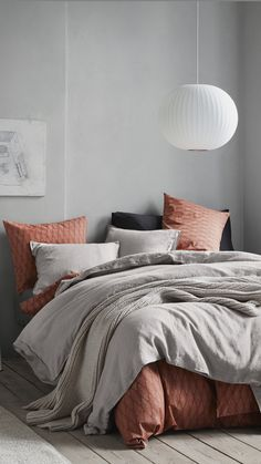 Romantic, scandi-cool or sophisticated — how will you decorate your bedroom this season? | H&M Home