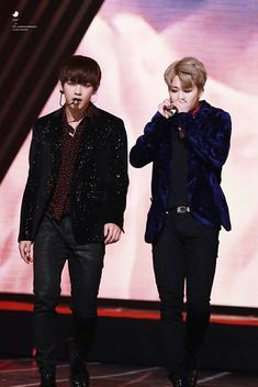 [Album WINGS] VMin on stage