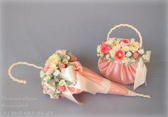 Diy cute mini umbrella with paper doily – Artofit Easter Flower Arrangements, Beautiful Flower Arrangements, Floral Arrangements, Flower Girl Basket, My Flower, Parasols, Chocolate Bouquet, Candy Bouquet, Arte Floral