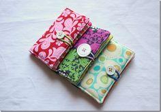diy wallets with scrap fabric!