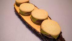 Burgercakes. Eierkoeken met chocolade mousse
