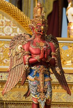 Garuda ☸️ A eagle deva. Thailand Art, Legends And Myths, Thai Art, Learn Art, Thai Style, Hindu Art, Barong, Dragon Art, Sacred Art