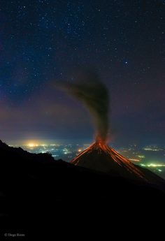 eruption of Volcán de Fuego (Volcano of Fire) in Guatemala last month, a ready camera captured this extraordinary image. Lava is seen running down the side of the volcano, while ash rises up, and glowing magma bubbles explode out of the caldera Mauna Loa, Tikal, Astronomy Pictures, Nature Landscape, Star Images, Lava Flow, National Geographic Photos, Amazing Nature, Science Nature