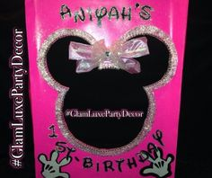 Pink Minnie Mouse photo booth birthday party photo prop idea beautiful unique glamorous birthday party baby shower ideas #GlamLuxePartyDecorMinnie Mouse Tri-fold Photo Booth Birthday Party Photo Prop